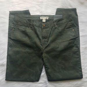 Artisan NY Green Camouflage Skinny Jeans Size 12